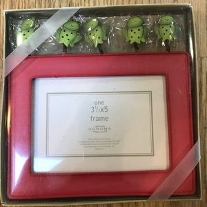 Red 3 1/2 x 5 picture frame NWT